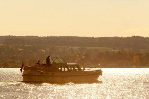 Abendsonne mit dem Boot in Deutschland