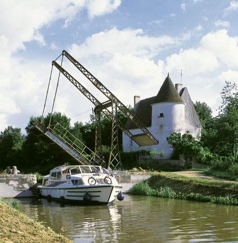 Cuzy Brücke Hausbooturlaub Loire Nivernais