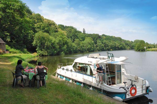 Hausbooturlaub Anjou Grez Neuville am Ufer