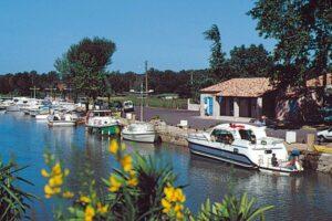 Bellegarde Hafen in der Camargue