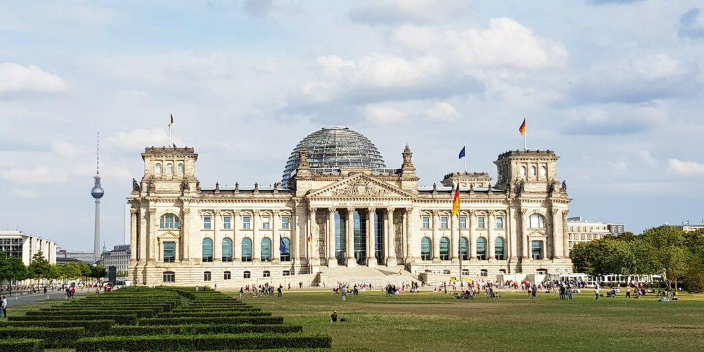 Hausboot Berlin Reichstag