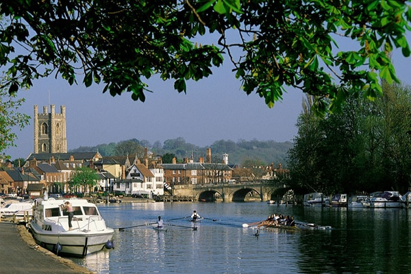 Benson mit dem Boot an der Themse Anleger