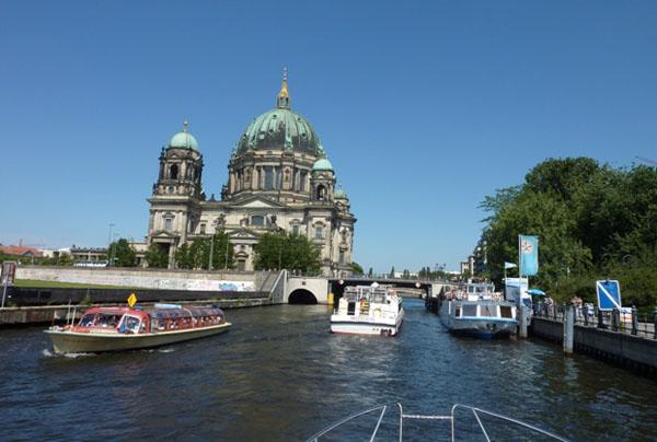 Hausbooturlaub Berlin auf der Spree