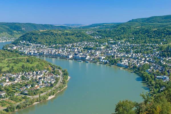 Rhein mit der Charteryacht erkunden