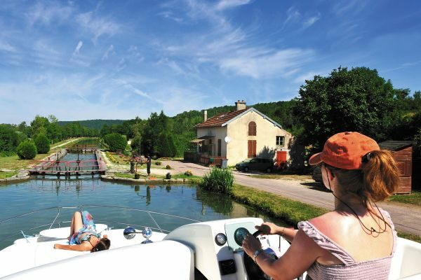Schleusenfahrt Bourgogne Kanal