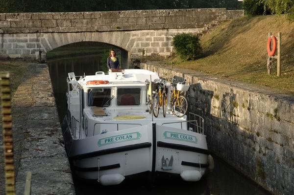 Tunnelsausfahrt Nivernais und Loire mit der Penichette