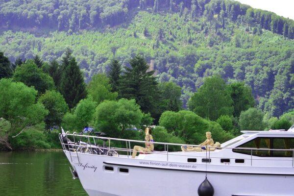 Yachtcharter Neckar unterwegs