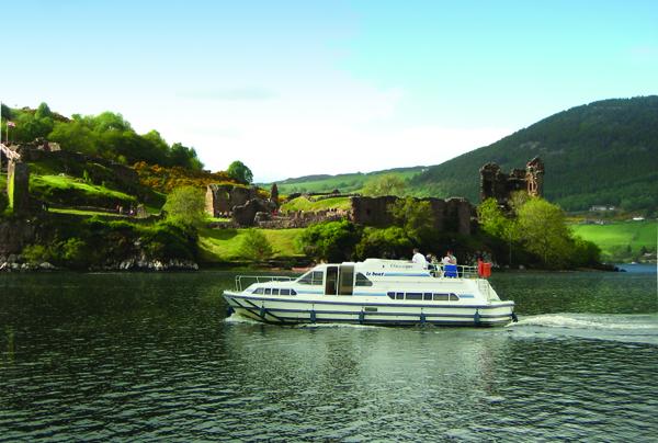 Loch Ness Schottland mit dem Hausboot