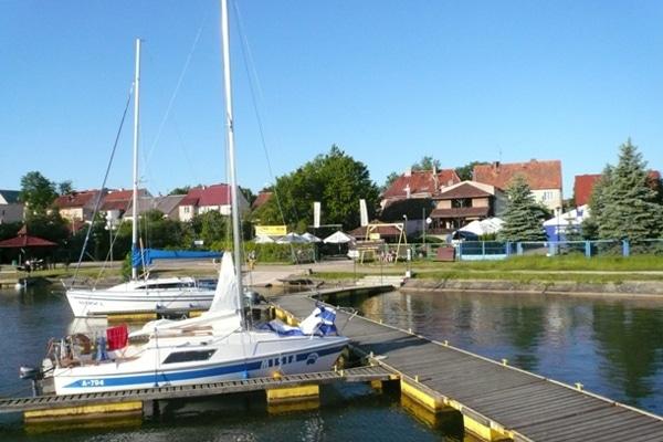 Hafen mit dem Boot in Polen