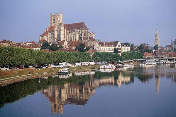Auxerre nähe Migennes Hafen