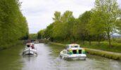 Penichette Hausboote treffen sich am Kanal
