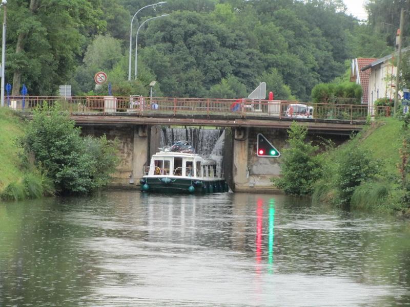 Schleuse 47 Hausbootfahren Elsass