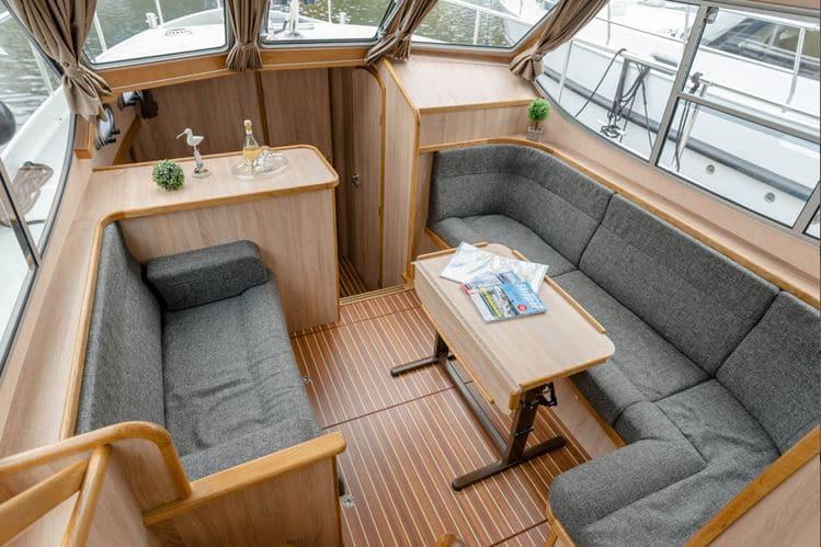 Wohnbereich Boot Gruno 35 Excellent