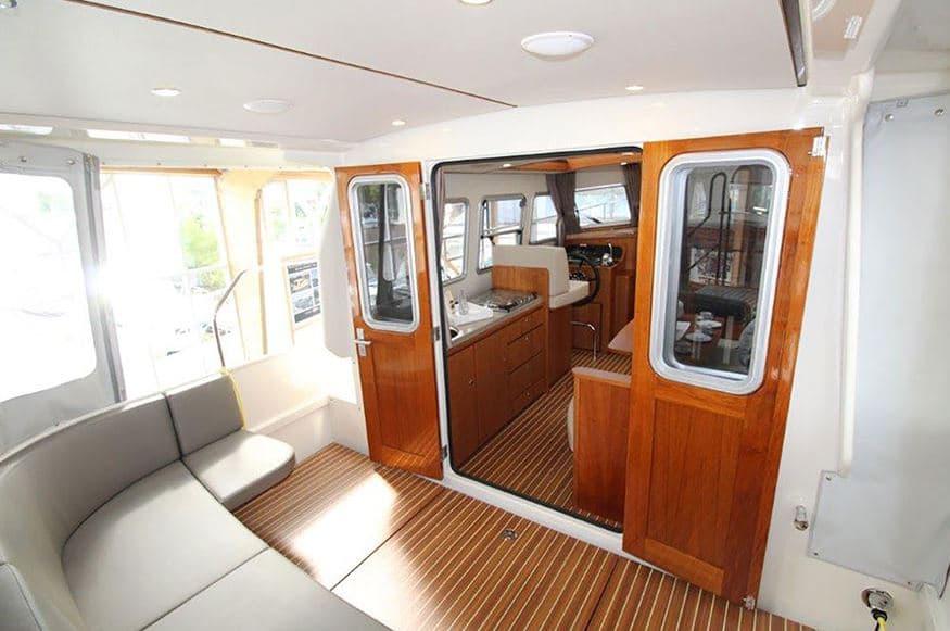 Einblick Heckterrasse Boot Linssen 290 Sedan