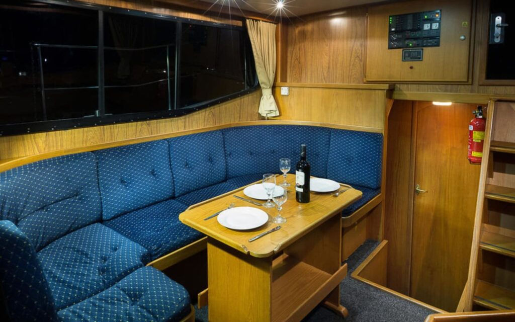 Sitzecke Salon Boot Antaris