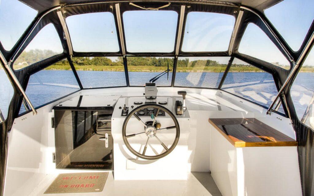 Steuerstand Boot Antaris